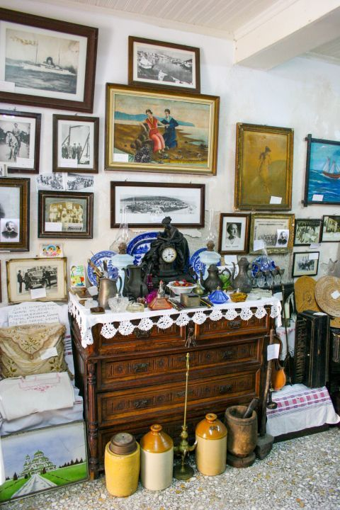 Phonographs Museum: The museum houses many decorative items.
