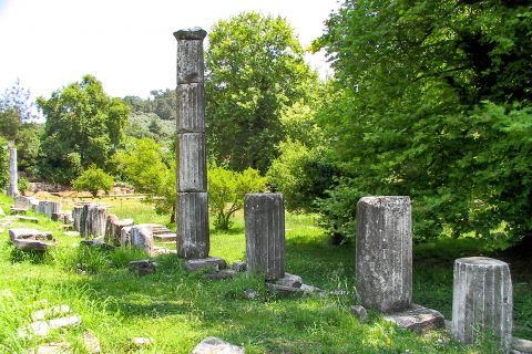 Ancient Agora: This is the most important archaeological site on the island.