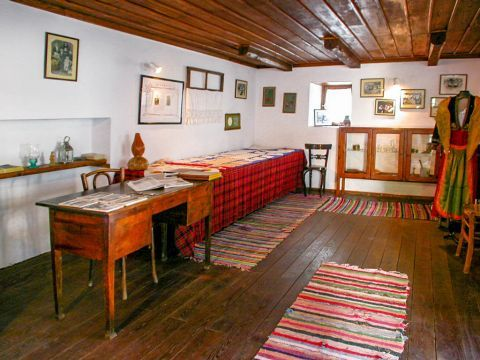 Theologos Folklore Museum: Walls and floors dressed in textiles