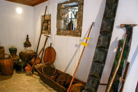 Theologos Folklore Museum: Some old items.