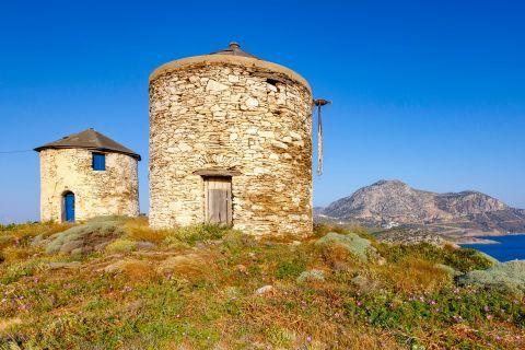 Fourni Island: Ruins of old windmills.