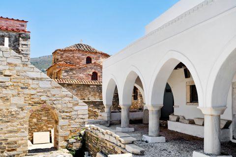 Byzantine Museum: The Byzantine Museum of Parikia is housed in the Church of Ekatontapiliani