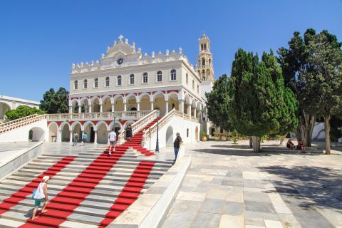 Evangelistria Church: Red carpets on the stairs of the Church