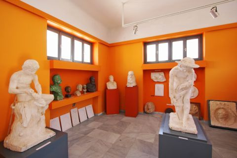 Tinian Artists Museum: Marble statues