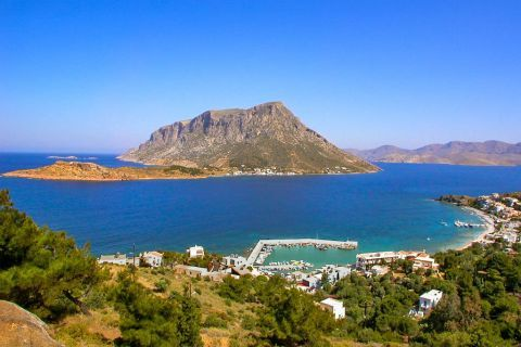 This small islet was separated from Kalymnos due to an earthquake in 535 A.D.