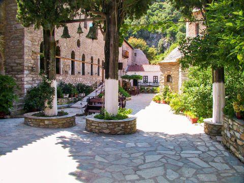 Monastery of Evangelistria: Beautiful yard.