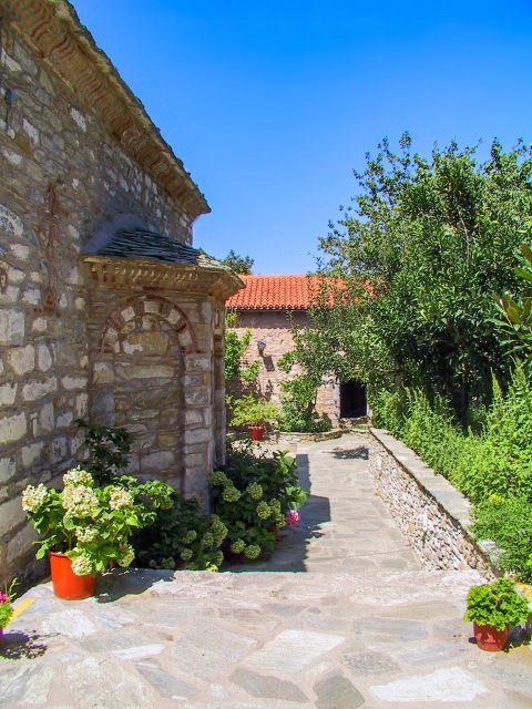 Monastery of Evangelistria: Lovely flower pots.