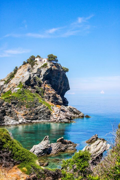 Church of Agios Ioannis Kastri: This church stands on top of a huge rock.