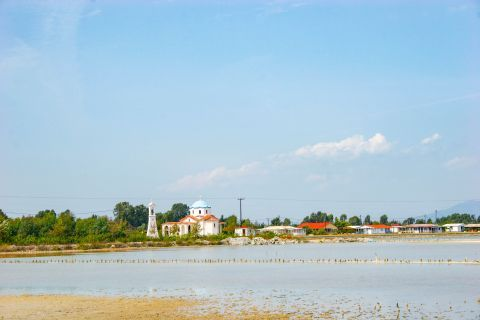 Sea Lake: Some of the fishermen houses still remain today.