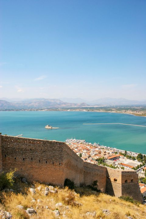 Palamidi Fortress: Splendid view over the Argolic Gulf and the settlement of Náfplio.