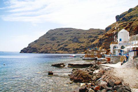 Thirassia Island: Abrupt rocks on Thirassia seaside
