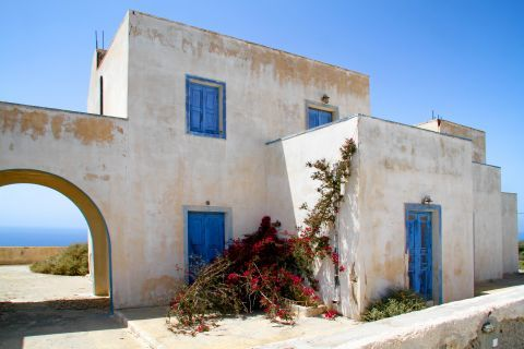Thirassia Island: An old Cycladic building