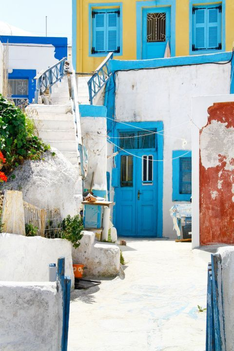 Thirassia Island: White houses with blue-colored details are found around Thirassia