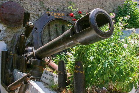Askyfou War Museum: A canon from the Second World War