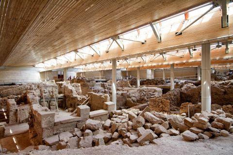 Akrotiri Minoan Site: Stone ruins in Akrotiri Minoan Site