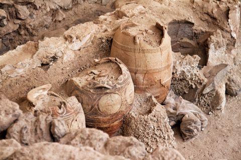 Akrotiri Minoan Site: Ancient Greek amphora in Akrotiri Minoan Site