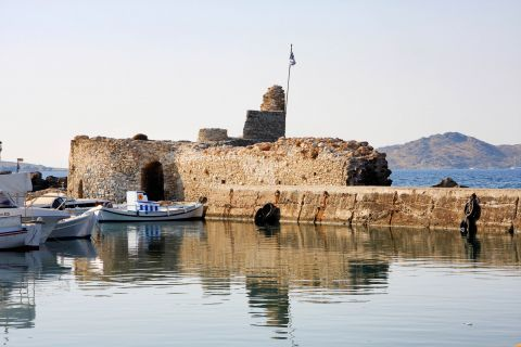 Venetian Castle: The Venetian castle of Paros has become a characteristic spot in Naoussa