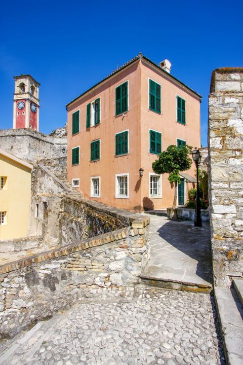 Old Fortress: Colorful mansions and streets paved with stone.