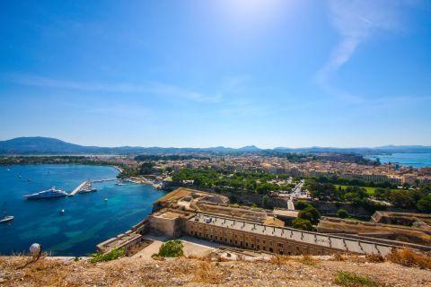 Old Fortress: Breathtaking landscape.