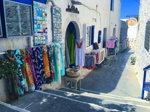 Milos Shopping: Best 9 shops | Greeka.com