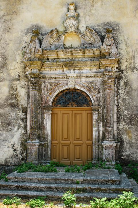 Maherado: A partly ruined place, with beautiful decoration and a wooden gate.