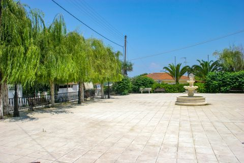 Maherado: A beautiful, central square with some trees that provide refreshing shade.