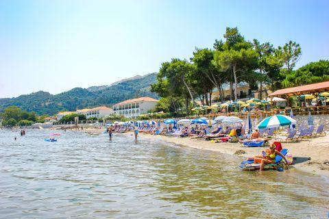 Argassi Village: Partly organized beach.