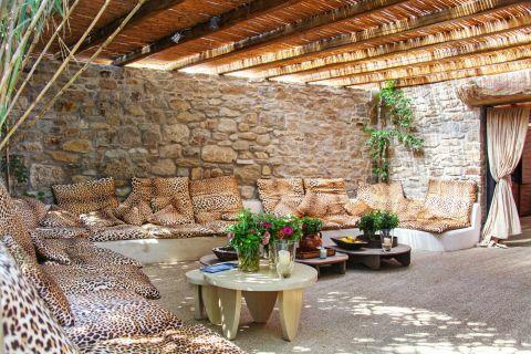 Paradise: Beach bar lounge area next to Paradise Beach