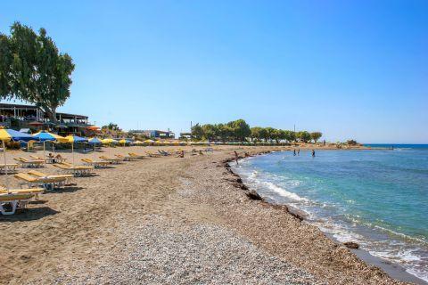 Kamiros: Sand and soft pebbles. Kamiros beach.