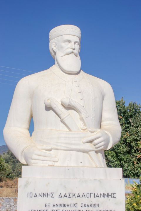 Anopolis: Statue of Ioannis Daskalogiannis, an important personality of the revolution that took place in 1770