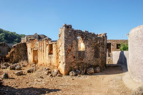 Anopolis: Ruins of an old building
