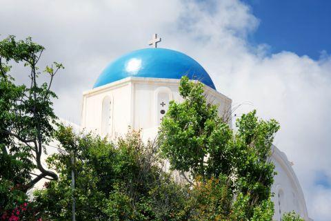Arkesini: A white church with a blue dome