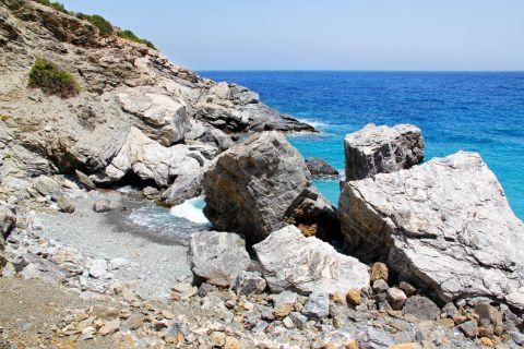 Agia Anna: Rocky spots