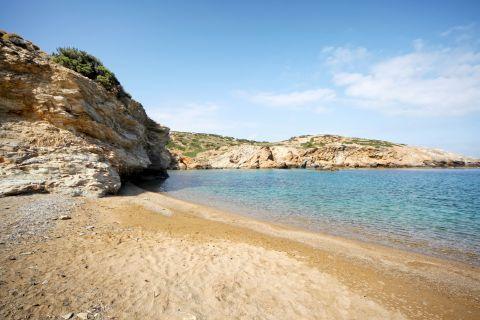 Paradisia: Rocky cliffs at Paradisia beach