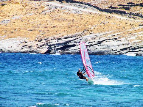 Ormos beach: Windsurfing