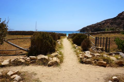 Kendros: The way to the beach