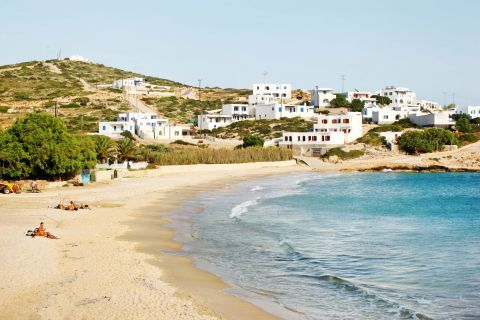 Port beach: Port beach is long and sandy, close to hotels and taverns.