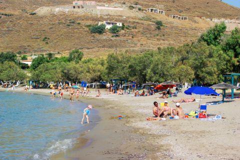 Otzias beach: A family-friendly beach