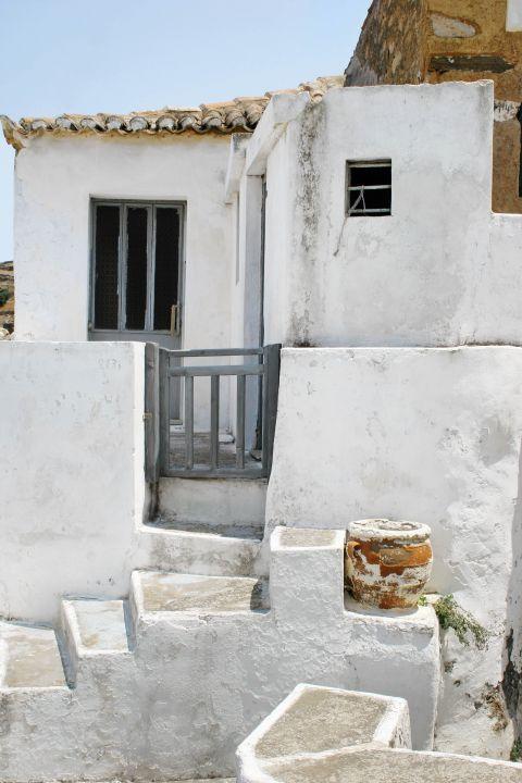 Driopida: A small, white-colored house.