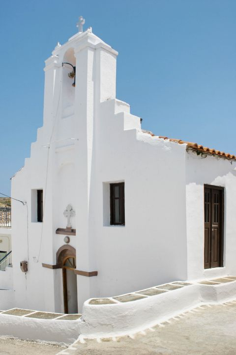 Driopida: A whitewashed chapel.