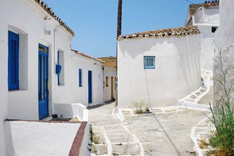 Driopida: The most notable characteristic of the village is its narrow streets which wind relentlessly around the houses.