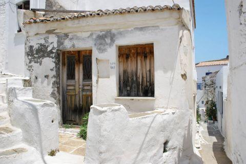 Driopida: One of the old houses of Driopida.