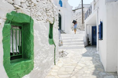 Driopida: Blue and green details on whitewashed houses