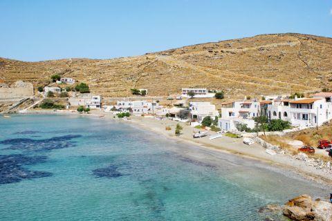 Kanala: Cycladic houses overlooking the sea