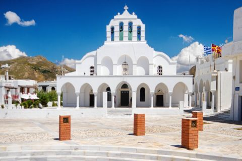 Town: Metropolitan cathedral of the Greek orthodox church