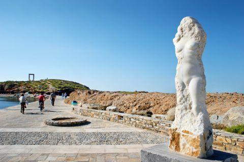 Town: A marble statue of Ariadne