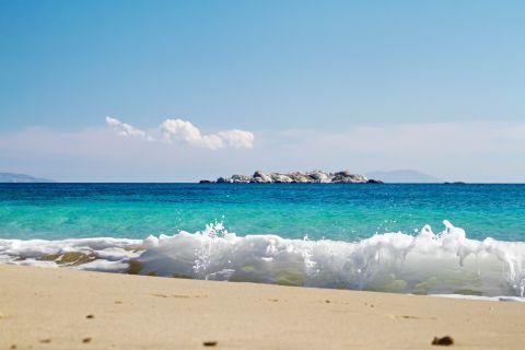 Plaka: The coast of the beach
