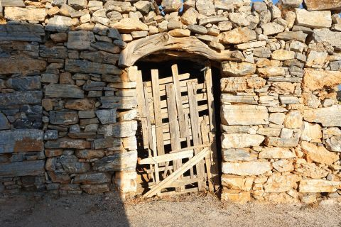 Messaria: Cycladic wall