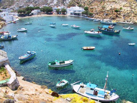 Heronissos: Fishing boats floating on the crystal clear waters