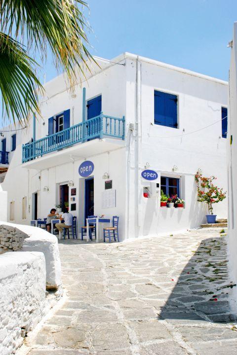 Naoussa: Cycladic architecture